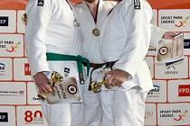 ZÁVIŠICKÝ JUDISTA David Hyvnar (vpravo) se i přes vážné zranění dokázal dostat na stupně vítězů, když si po vynikajícím výkonu vybojoval cenný bronz.