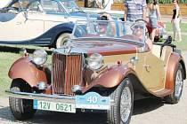 Na sto čtyřicet nablýskaných automobilů a motorek v sobotu 2. srpna kompletně obsadilo zámeckou zahradu v Kuníně.