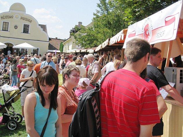 Na pivních slavnostech ve Štramberku bývá už tradičně hodně návštěvníků.