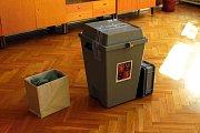 Přesně ve 14 hodin volby do zastupitelstev obcí skončily v Luboměři i v dalších městech a obcích. V Luboměři přišlo k urnám necelých šedesát procent voličů.