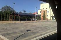 Rekonstrukce kulturního centra obce Slatiny přinesla mimo jiné i nový přístřešek.