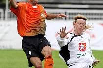 Ačkoliv je fulneckému kapitánovi Tomáši Vajdovi (vlevo) pětatřicet let, patří v týmu druholigového nováčka k nejlepším hráčům.