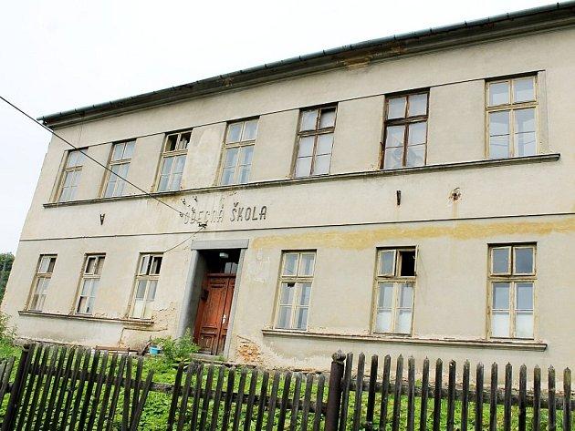 Budova bývalé  školy v Lukavci, místní části Fulneku.