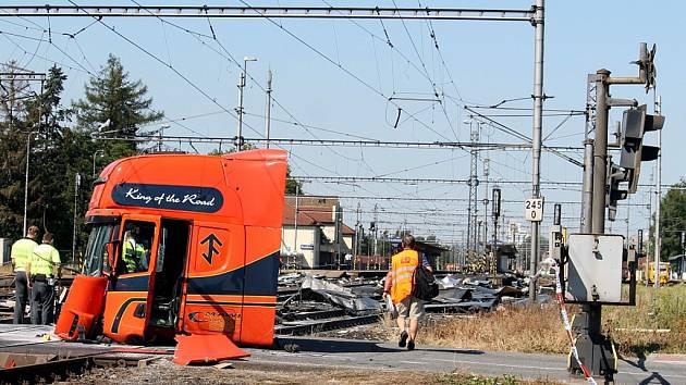 Takto skončil v červenci 2015 polský kamion, který vjel do kolejiště ve Studénce na červenou. V pendolinu, které do něj narazilo, zemřeli tři lidé.