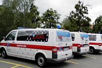 Dvě nové sanitky přispějí k většímu pohodlí pacientů, již jezdí do novojičínské nemocnice.