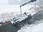 Zásah hasičů u středeční nehody v Odrách.