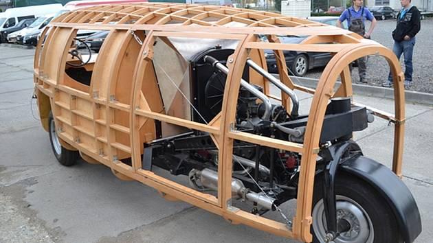 Kopie aerodynamického skvostu, jenž ožil díky kopřivnické renovátorské firmě Ecorra, bude k vidění v muzeu v americkém městě Nashville.