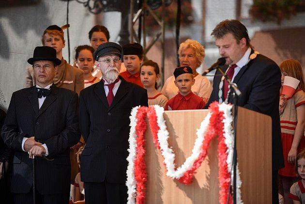 Tomáš Garrigue Masaryk navštívil díky divadelnímu představení náměstí vNovém Jičíně.
