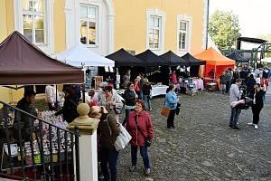 Farmářský trh se uskutečnil v sobotu 21. září na nádvoří zámku v Bílovci.