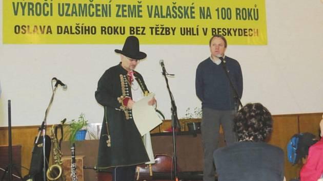 Martin Bursík zatím žádné Uzamykání země Valašské nevynechal.