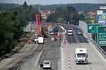 Od čtvrtka 1. srpna jezdí řidiči na D48 po novém betonovém svršku. Stavebí práce se přemístily na druhou polovinu vozovky.