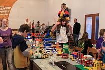 Město hýřící barvami a nejrůznějšími budovami všech velikostí i tvarů. Přesně takové vzniklo během tří prázdninových dní v Odrách. Architekty a staviteli se děti staly díky známé stavebnici Lego.