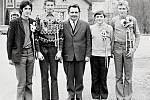 Kvarteto mladíků narozených v roce 1954 po vojenském odvodu.