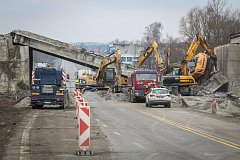 Spadlý most u dálnice v Příboře, 10. března 2018.