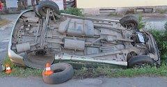 Opilý devětačtyřicetiletý řidič ve čtvrtek 8. června večer sedl za volant Renaultu Scénic, s kterým posléze havaroval na okraji Nového Jičína v ulici Císařská.