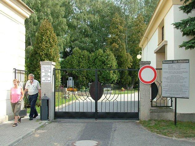 Právě tady zřejme budou muset někteří obyvatelé Hostašovic pohřbívat své blízké. Hodslavický hřbitov, kde pohřbívali, již nestačí.
