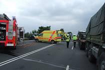 Tragická nehoda u Starého Jičína. Na místě zůstali ve vraku čtyři mrtvé Poláci. Těžce zraněný řidič z druhého vozu byl letecky transportován do nemocnice.