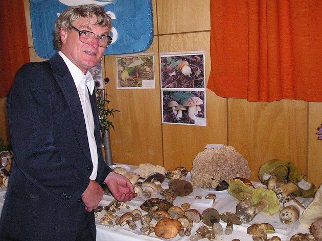 aromír Durček z Lubiny vystavuje houby pravidelně každý rok.