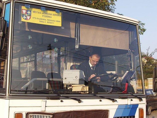 O dvě koruny více letos zaplatí cestující městské hromadné dopravy v Novém Jičíně a Studénce.