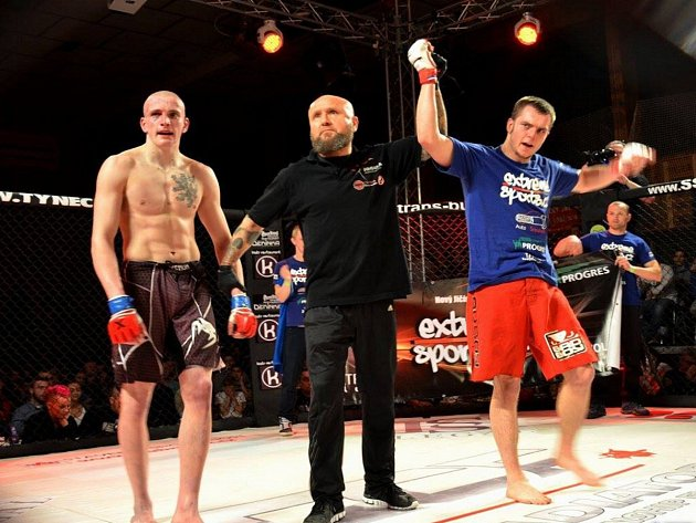 Kunínský tým MMA (smíšené bojové umění) hlásí další výrazný úspěch. Člen Extreme Gym Kunín Marek Valchář uspěl na galavečeru GCF 33 Poděbrady proti Milanu Bartošovi z KCB Příbram.
