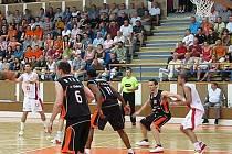Čtvrté utkání finále basketbalové Mattoni NBL, druhé na palubovce Nového Jičína.