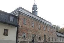 Starý zámek ve Studénce je nenápadná stavba, která roky chátrá. Město nyní muselo zahájit alespoň havarijní opravy objektu.