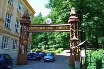 Jedan z kamínových stezek ve Štramberku začíná u místní základní školy.