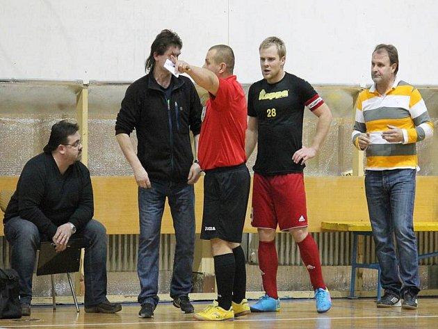 JAKUBČOVICKÝ kapitán Aleš Michálek přispěl k první finálové výhře nad Jokeritem hattrickem.