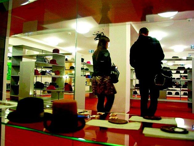 Návštěvnické centrum v Novém Jičíně je plné klobouků.