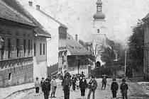 Proměnou, která však příliš nezměnila ráz této části města, prošla v minulosti ulice K nemocnici, dříve zvaná také například Švermova. Alespoň co se týče pohledu od dnešního Střediska volného času Fokus směrem do centra.