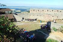 Nádvoří starojického hradu čekají o víkendu hned tři akce.
