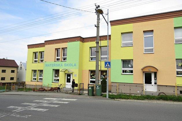 Mateřskou školu vKateřinicích navštěvují také děti ze sousední Trnávky.