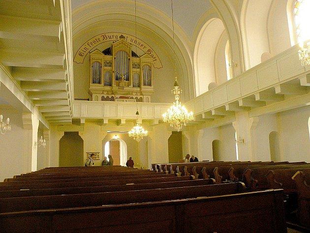 Evangelický kostel v Suchdole nad Odrou se před nedávnem otevřel při příležitosti setkání potomků rodu Lány.