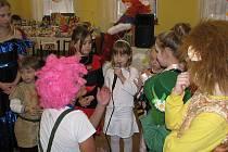 Pořádně nabito bylo v sobotu 4. února v sále hostince Beseda v obci Rybí. Odpoledne se tam konal dětský maškarní ples.