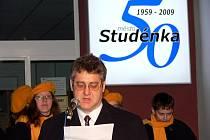 Nové logo (vpravo) bude doprovázet po celý rok 2009 oslavy města Studénka.