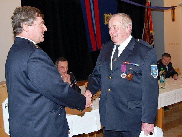 Zasloužilým hasičem se stal i občan bíloveckých Výškovic Jiří Kocurek.