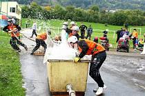 DOBROVOLNÍ HASIČI z Hukovic jsou stálými účastníky Novojičínské ligy v požárním útoku. Ilustrační foto.