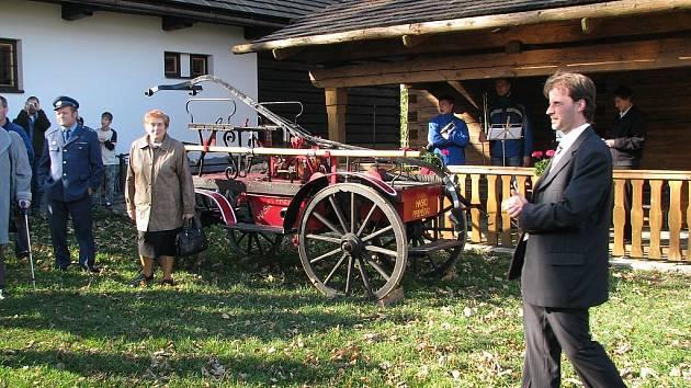 Obec v památníku bratří Strnadlů a Jana Knebla otevřela novou výstavní síň.