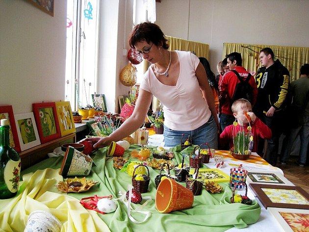 Žáci praktické školy a odborného učiliště v Novém Jičíně pořádali výstavu svých prací. Tato akce má svou dlouholetou tradici, koná se vždy na jaře před Velikonocemi a v zimě před Vánocemi.