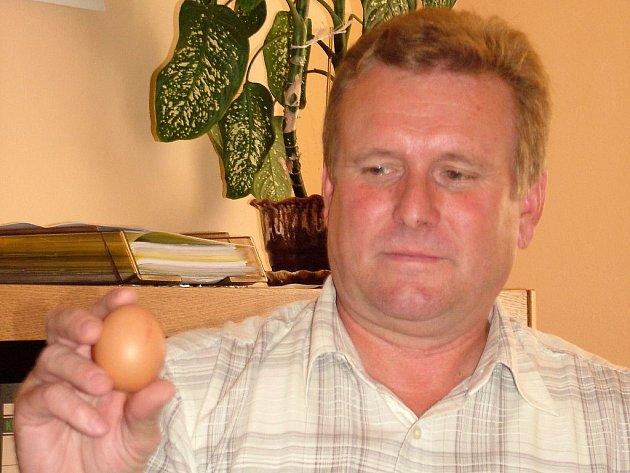 Podle ředitele Otakara Pasečného je firma jedním ze dvou výrobců vajec v ČR oceněných Klasou.