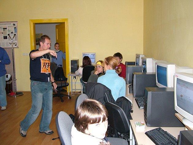 Na základní škole v Odrách působí již čtyři speciální asistenti.