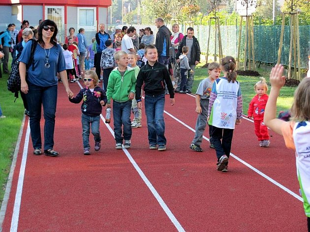 V sobotu 1. října otevřela Základní škola Dr. Milady Horákové v Kopřivnici nové sportovní hřiště. Zájemci si mohli projít také modernizované třídy.