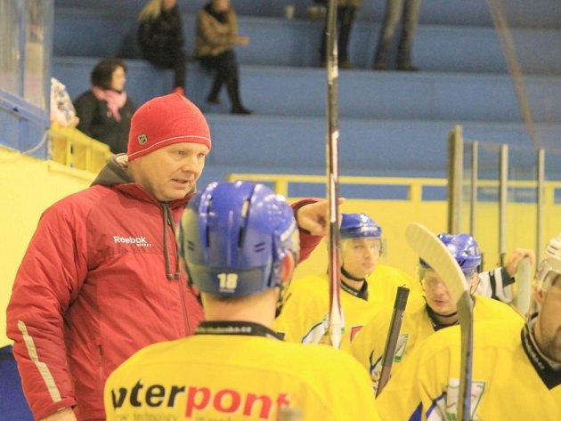 Na lavičce Studénky by se měl také v příští sezoně objevit zkušený Miroslav Pokorný, jehož tým skončil v letošní sezoně krajské ligy, kterou ovládla Kopřivnice, na 4. místě.