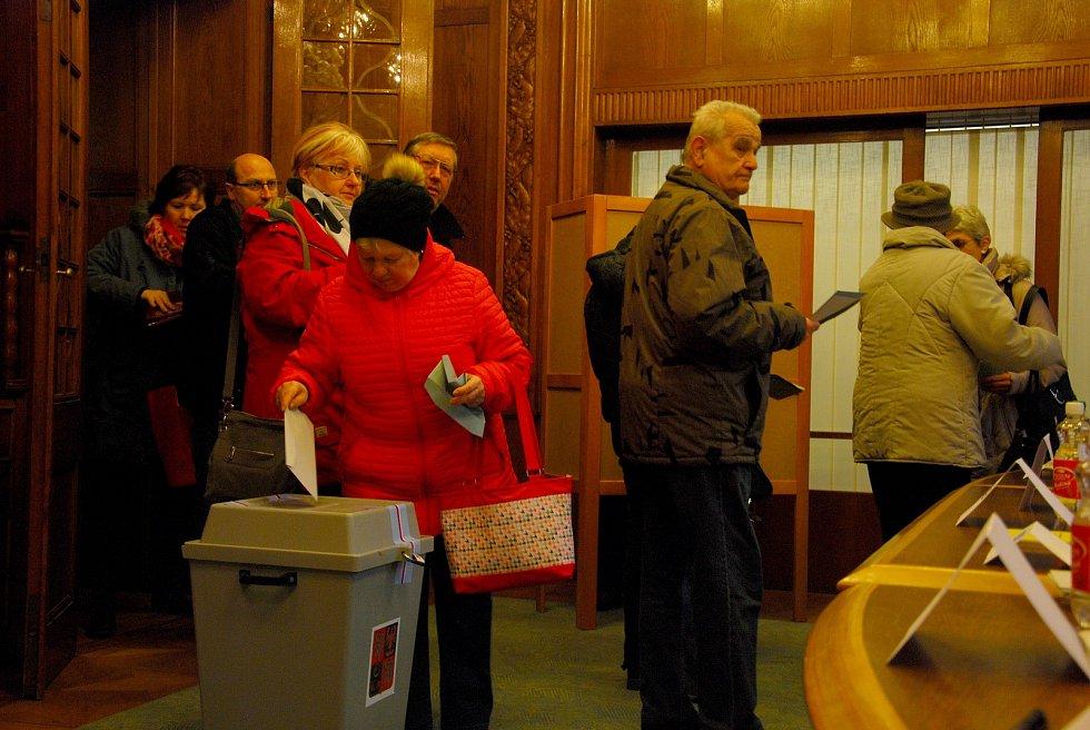 Prezidentské volby v Šenově u Nového Jičína, pátek 12. ledna 2018 krátce po otevření volební místnosti.