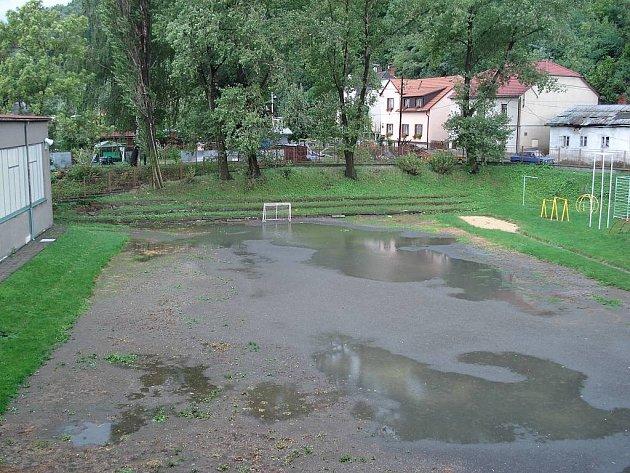 Škola na Masarykově ulici potřebuje nutně nové hřiště.