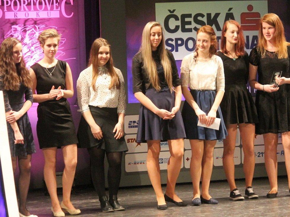 RODAČKA ZE STUDÉNKY Adriana Kulová (třetí zprava) byla na slavnostním vyhlášení oceněna také v kategorii jednotlivec okresu Nový Jičín a spolu s týmem pak i mezi kolektivy.