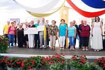 Ve slavnostním duchu se neslo vyhlašování soutěže Vesnice roku 2015 Moravskoslezského kraje, kterou v zámecké zahradě hostila obec Kunín.