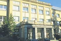 Jednou z prvních úprav po sjednocení dvou největších frenštátských středních škol byla výměna oken a vstupních dveří.