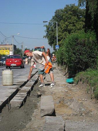 Výstavba chodníků. Ilustrační foto.