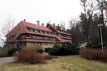 Kdysi proslulý Hotel Vlčina ve Frenštátě pod Radhoštěm.